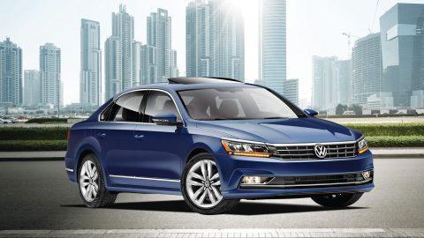Volkswagen Passat: precios y versiones en México Volkswagen Passat color azul en camino
