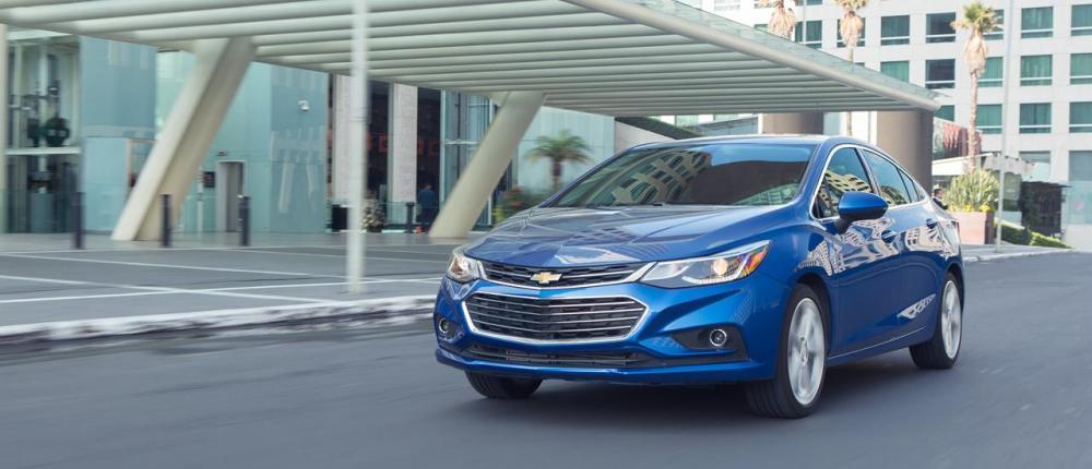 el Chevrolet Cruze se presenta como un sedán de corte elegante solamente