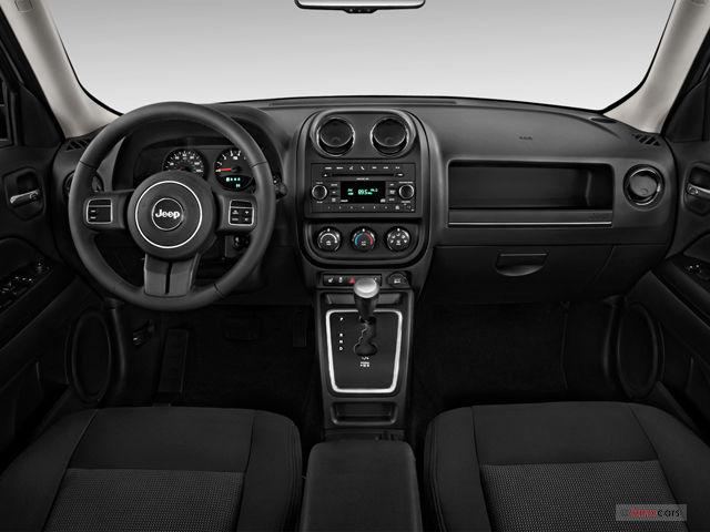 Interior lujoso y moderno del Jeep Patriot 2017