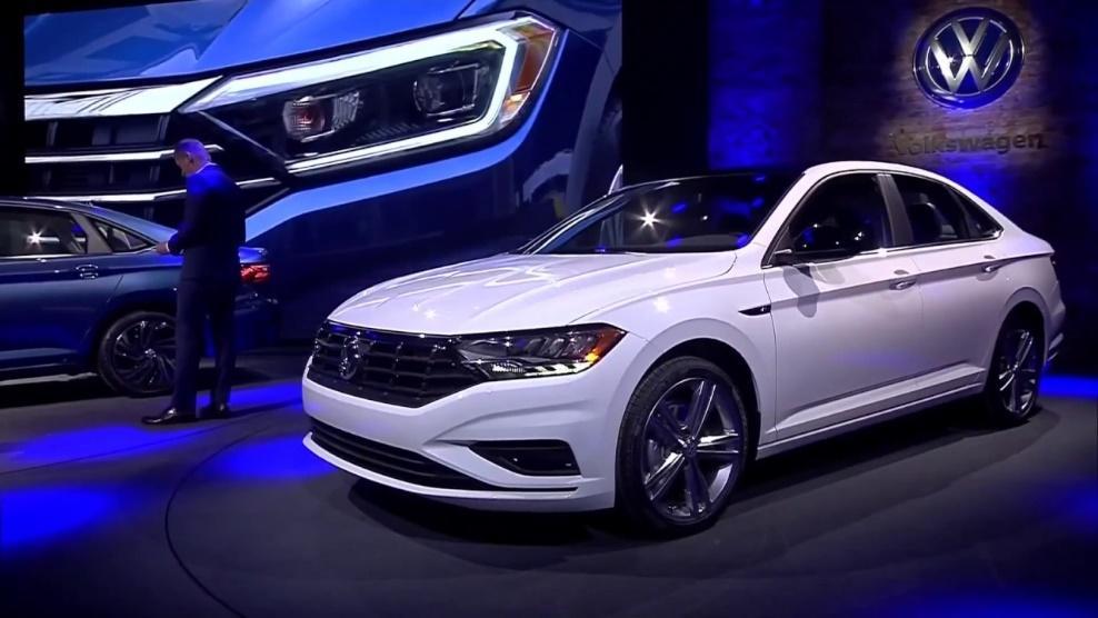 El nuevo Volkswagen Jetta 20019 color blanco se lanza en auto show detroit