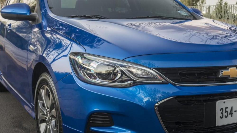El delantero del nuevo Chevrolet Cavalier 2018 color azul
