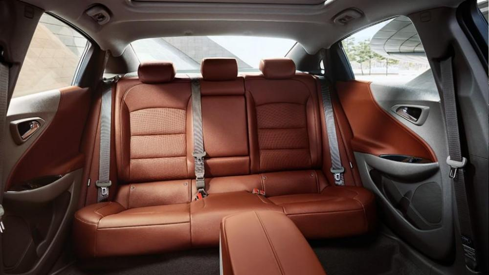 Los asientos traseros para 3 adultos del Chevrolet Malibu 2018