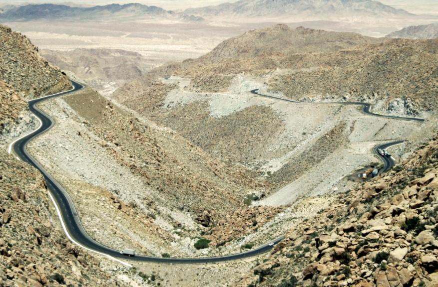 una sierra alta con pista, mejores carreteras de mexico