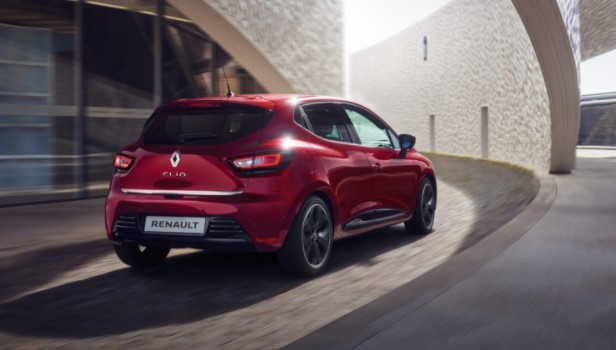 hatchback renault clio de color rojo