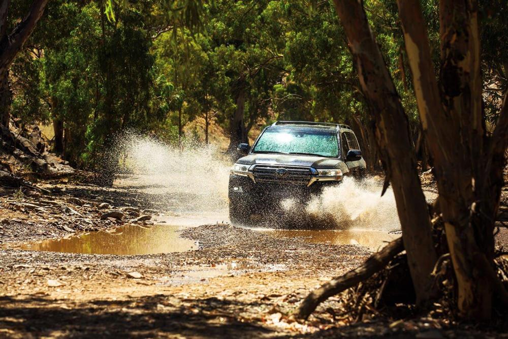 un Nuevo Toyota Land Cruiser 2018 en el bosque toyota mexico toyota precio