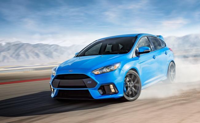 un hatchback de color azul ligero