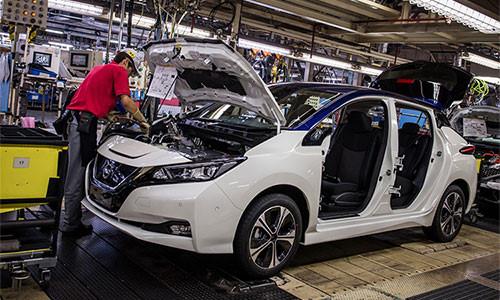 consumo de combustible y niveles de emision en autos de Nissan
