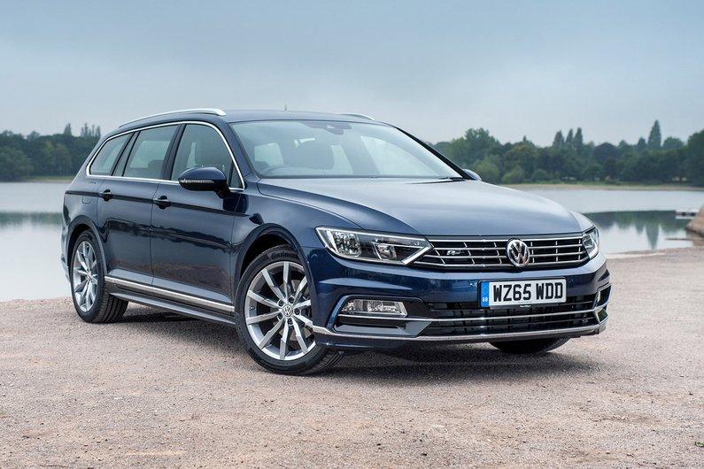 Volkswagen Passat: precios y versiones en México un sedan de color oscuro