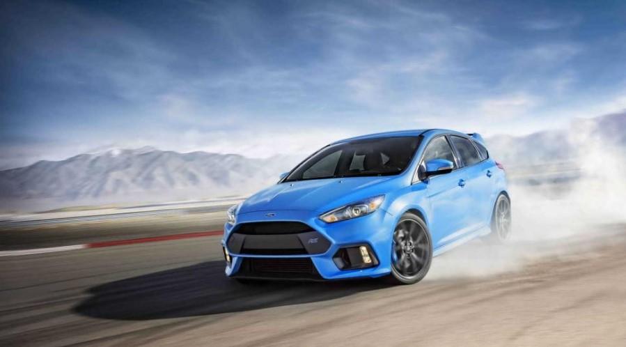 Ford Focus RS auto hatchback de color azul en mexico, los mejores carros deportivos