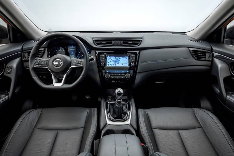 interior de nissan x trail 2018