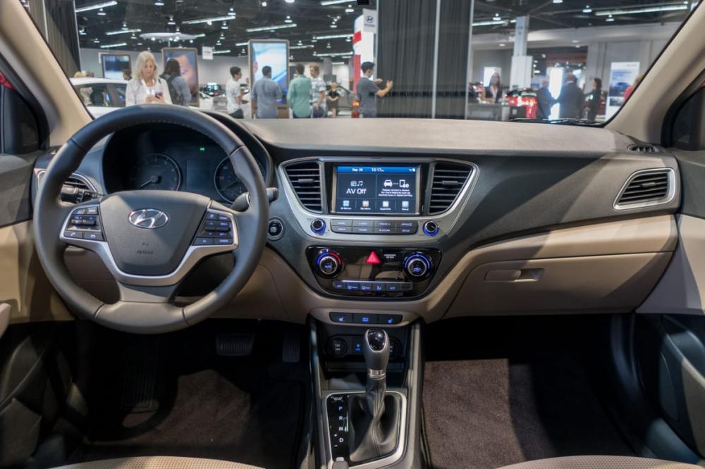 Hyundai Accent 2018: Interior