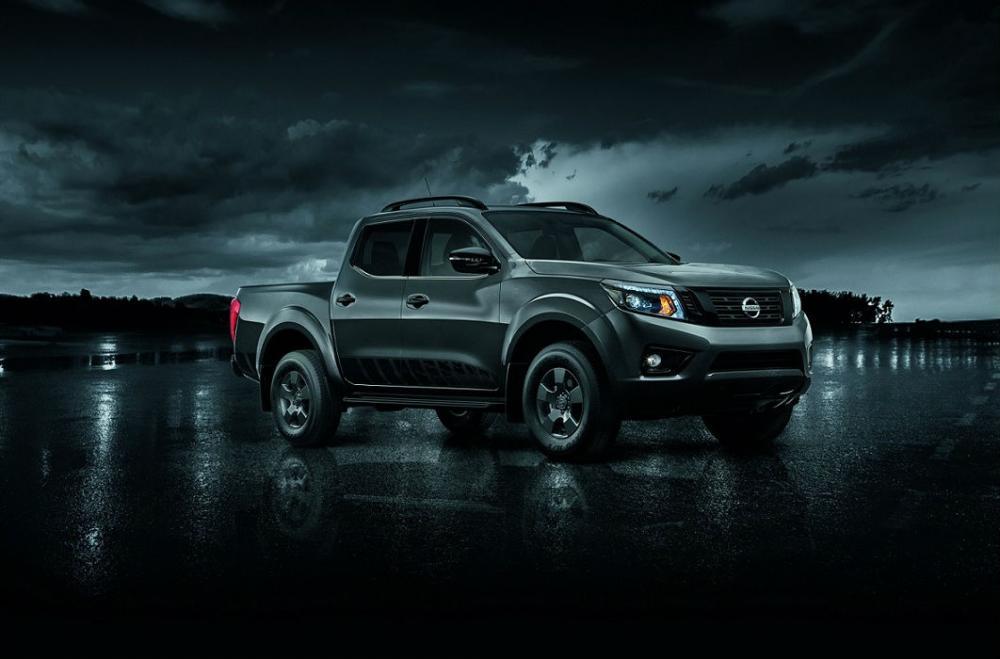 La NP300 Frontier se une a la gama Midnight de Nissan