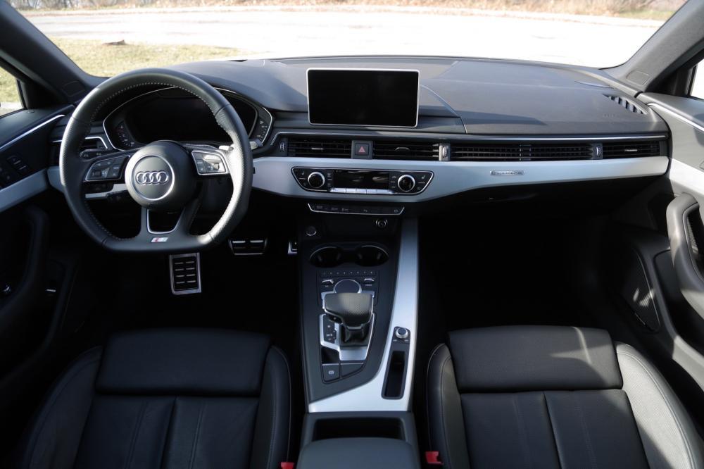 Interior silencioso y tranquilo de Audi A4 2018