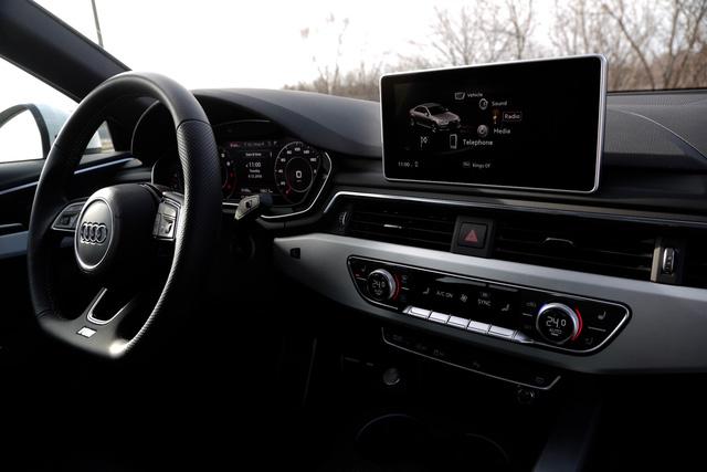 Equipos de altas tecnologías de Audi A4 2018