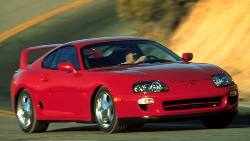 Toyota Supra de color rojo
