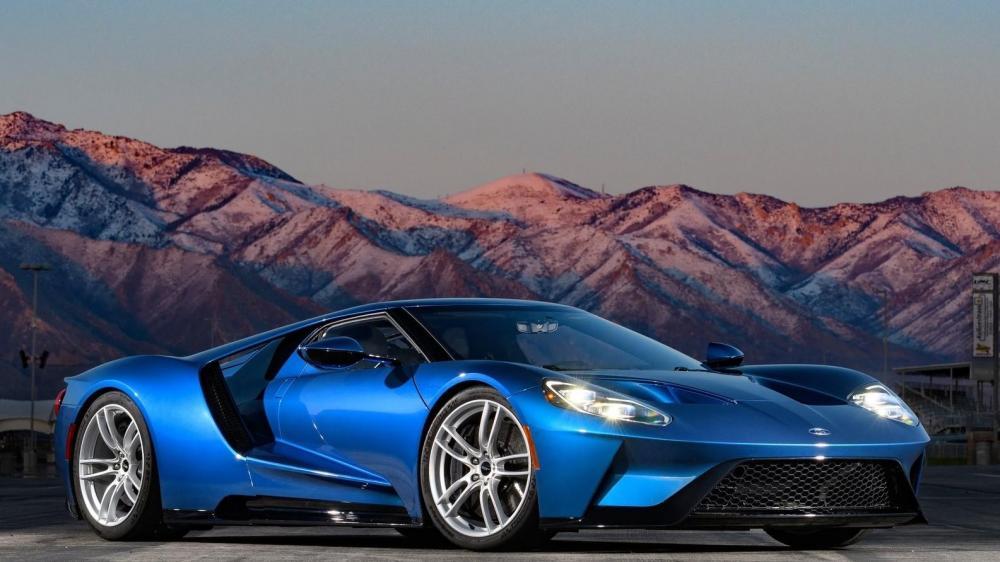 Coche deportivo de color azul