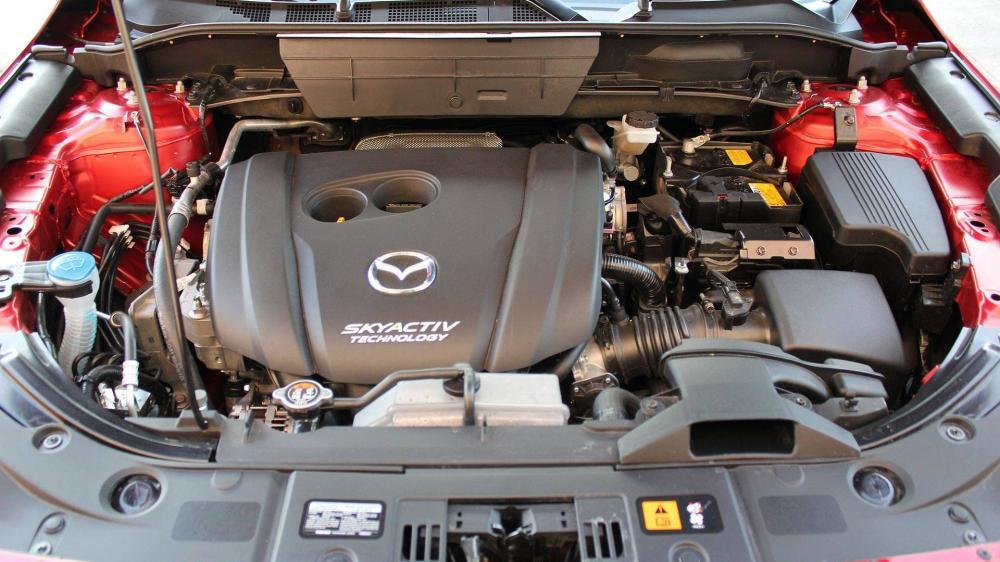 Uno de los aspectos negativos que encontramos  en este coches es que a pesar de tener uno de los motores más potentes  no está a la altura de otros prototipos de la gama