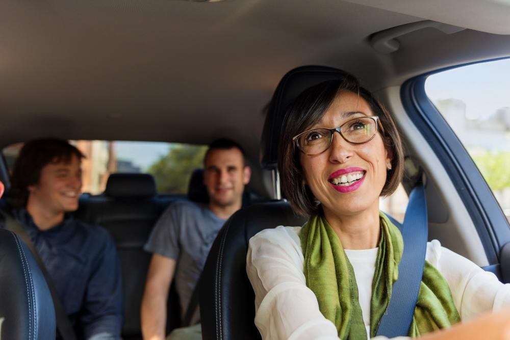 Uber no tendrá límite de socios conductores