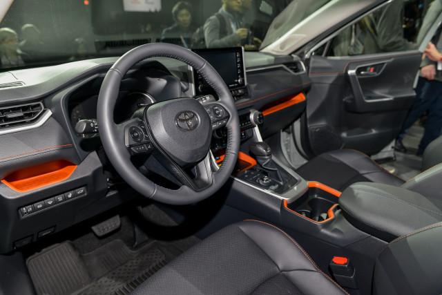 Interior de la versión XSE HV en Estados Unidos de Toyota RAV4 2019