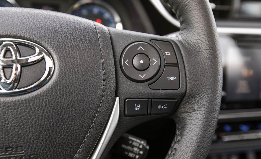 na de las desventajas más notables es la poca conectividad en Toyota Corolla 2018