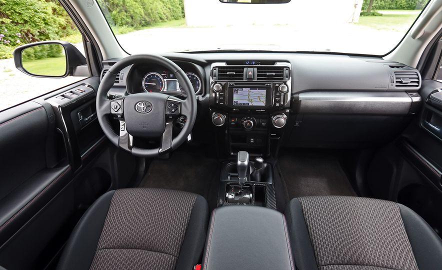 Toyota 4Runner 2019: precios y versiones en México Interior de Limited 4x4 con tapizado en piel color Redwood de Toyota 4Runner 2019 precio