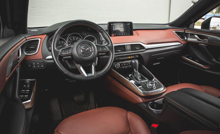 Todas las versiones de mazda cx9 2018 cuentan con la cabina de diseño lujoso