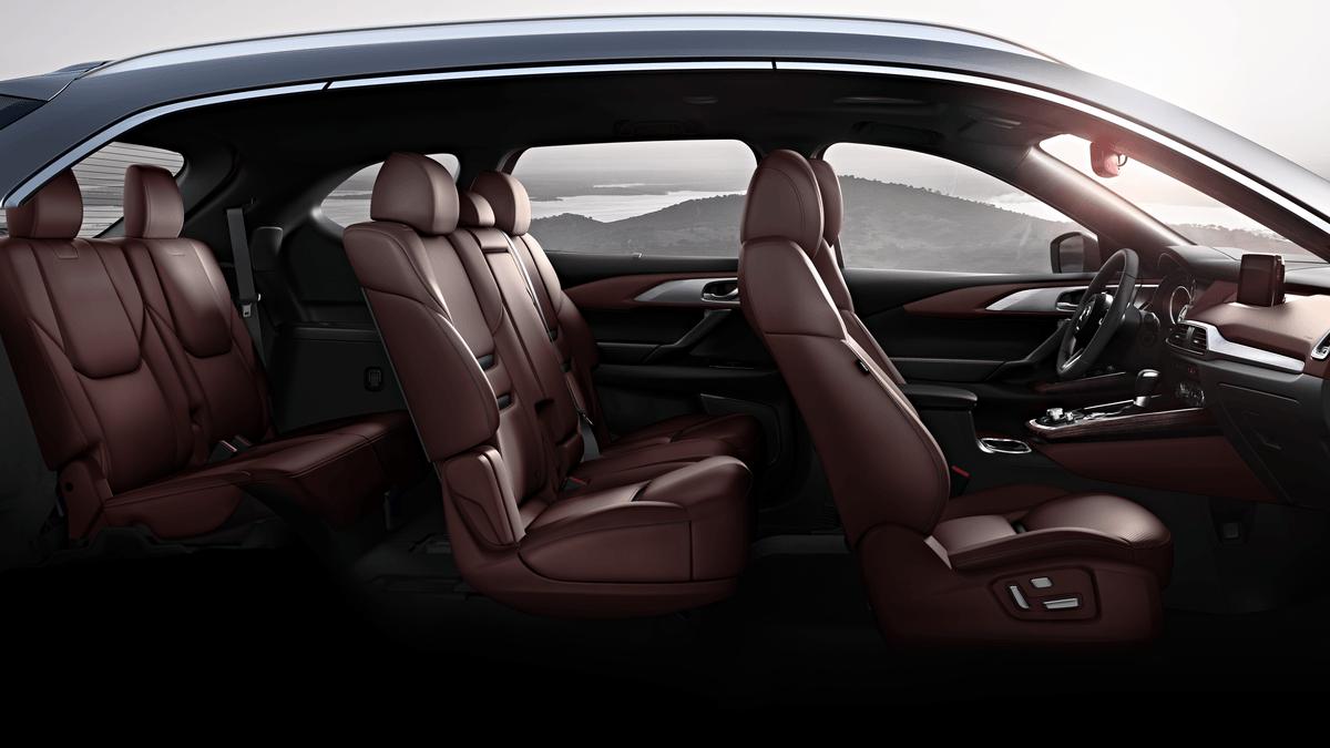 Una desventaja común de las SUV es el acceso difícil a la tercera fila de asientos, pero en la Mazda CX-9 2018 todos es sencillo y rápido