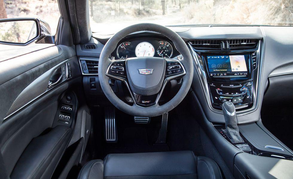Cadillac CTS V 2018: precios y versiones en México El aspecto interno de Cadillac CTS V 2018 precio es atractivo y su artesanía es de primera clase