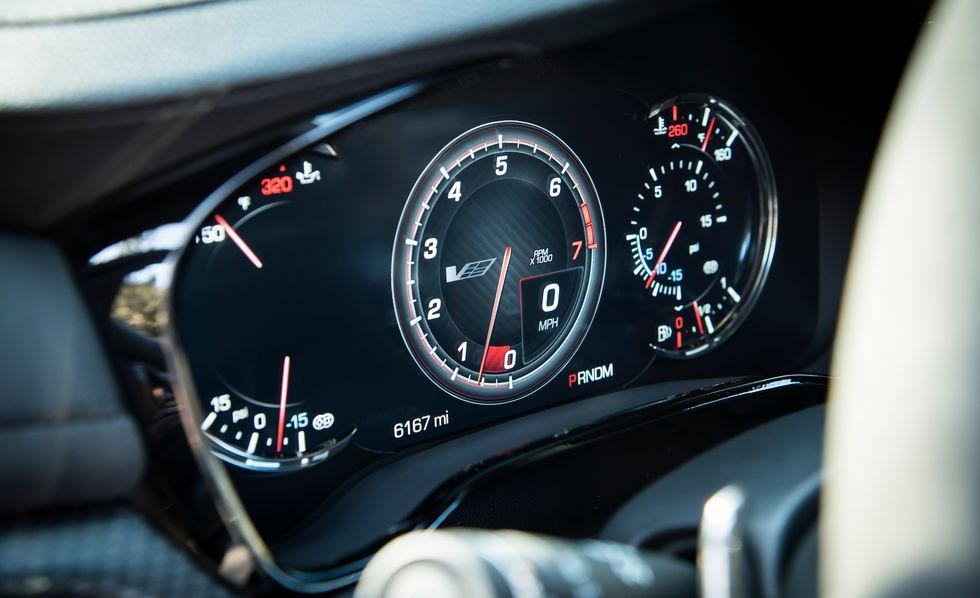 Cadillac CTS V 2018: precios y versiones en México Cadillac CTS V 2018 precio Cuenta con un sistema de infoentretenimiento para la diversión de quienes se suban en él