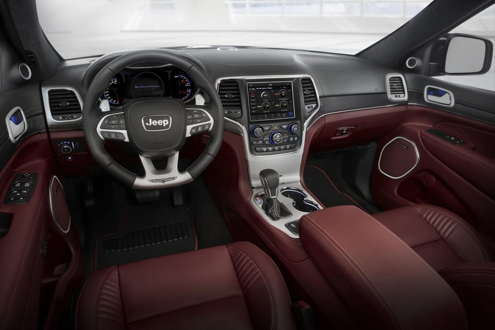 Jeep Grand Cherokee Trackhawk interior