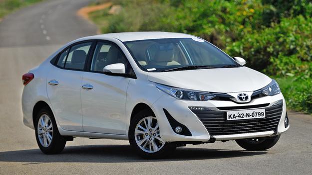 Autos menos devaluados en Mexico, Toyota de color blanco