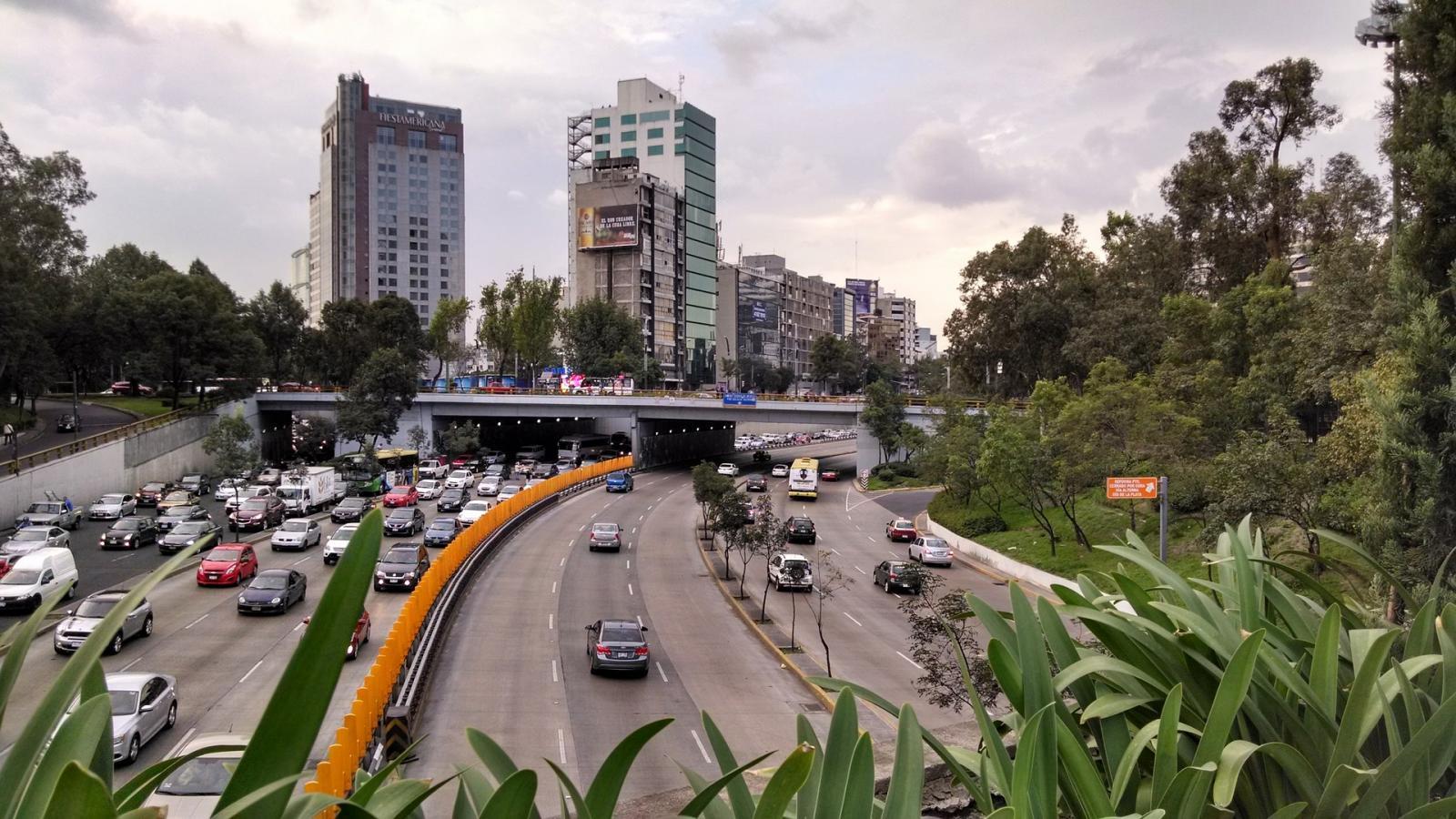 Quienes conducen en la Ciudad de México pierden hasta 227 horas al año en el tráfico.