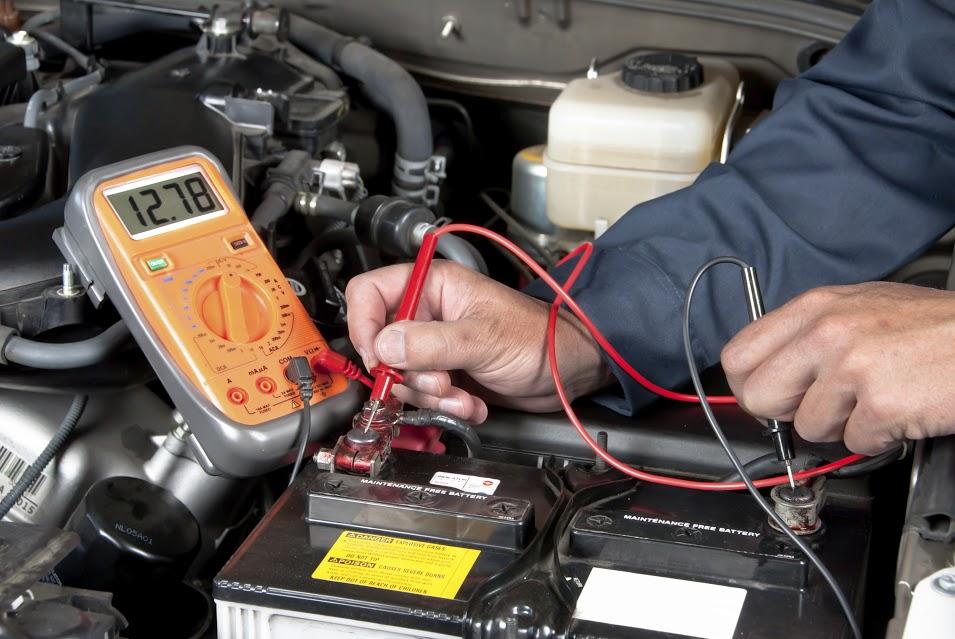 Tips para cuidar tu auto con frenos y baterías