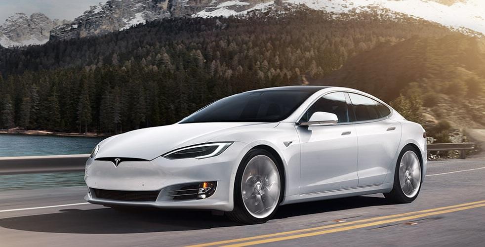Tesla Model S unos de unos vehiculos electricos en Mexico