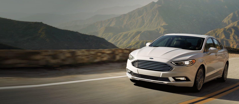 Autos mas economicos en combustible Ford Fusion color blanco