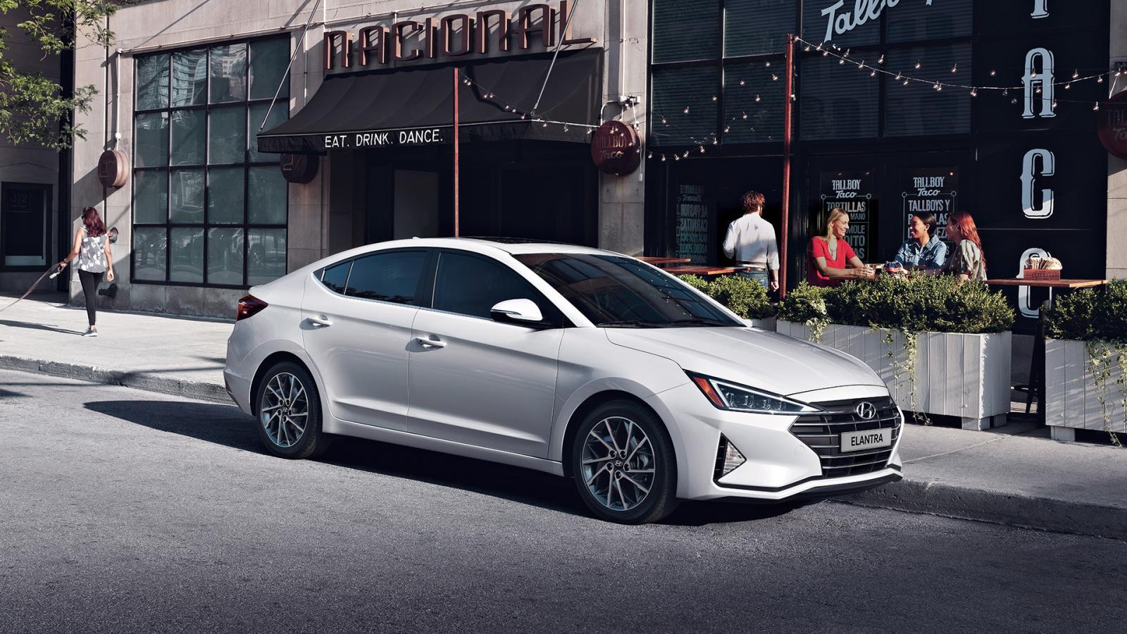 Hyundai Elantra color blanco