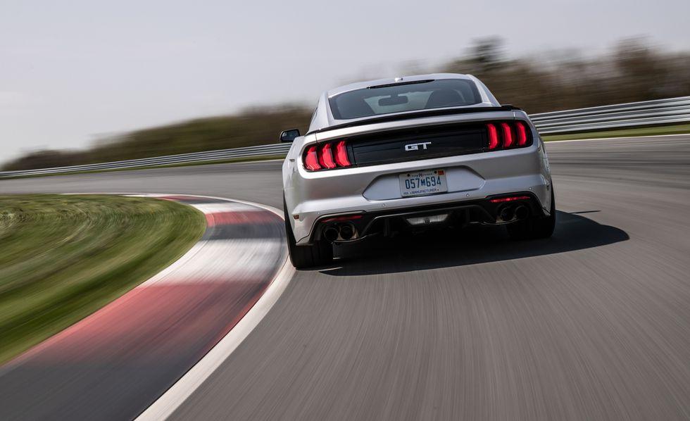 Diseño deportivo en la parte trasera de Ford Mustang 2019 precio en México