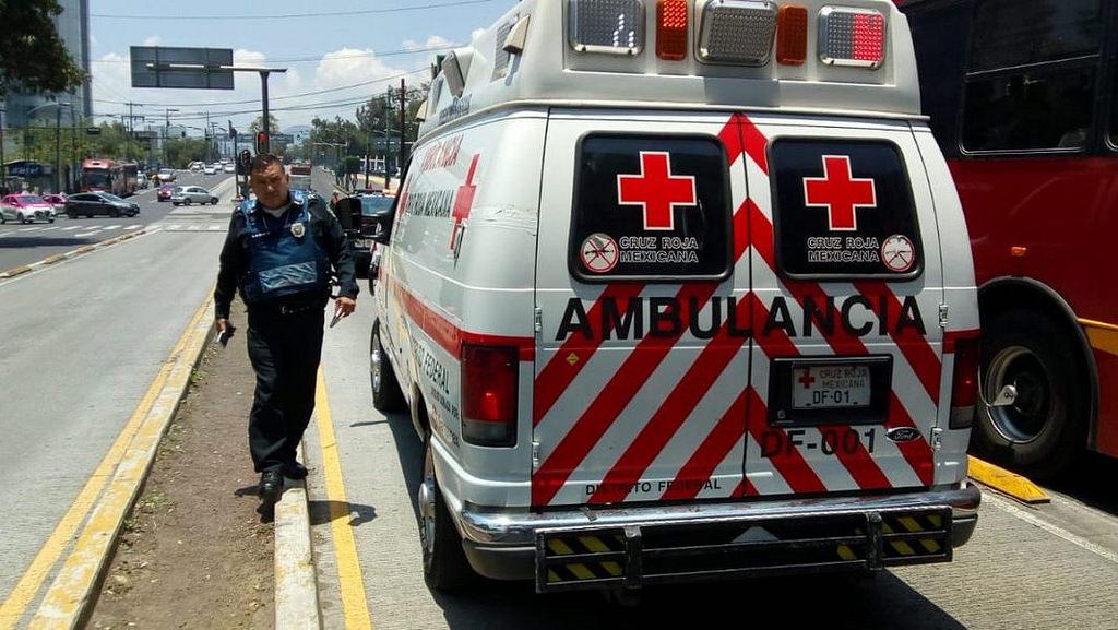 Lo primero que debes hacer al escuchar un vehículo de emergencia acercarse, es mantener la calma
