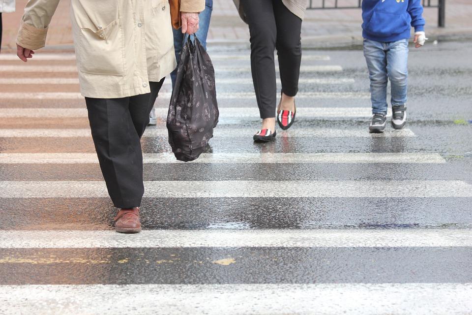 Un paso peatonal es muy importante, hay que respetarlo, es uno de Decálogo del buen conductor