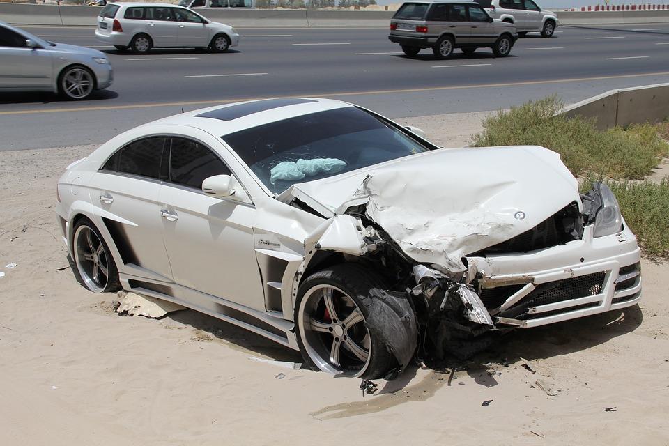 Decálogo del buen conductor - auto accidentado
