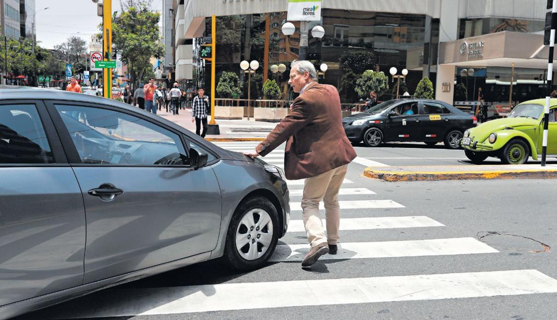 Auto peligroso para los peatones