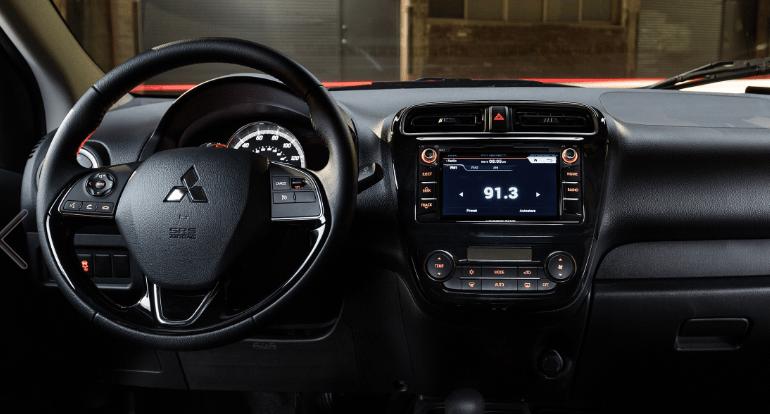 Mitsubishi le dio un diseño fresco y sobre todo funcional, con una buena seleccion de tecnologías de seguridad y entretenimiento