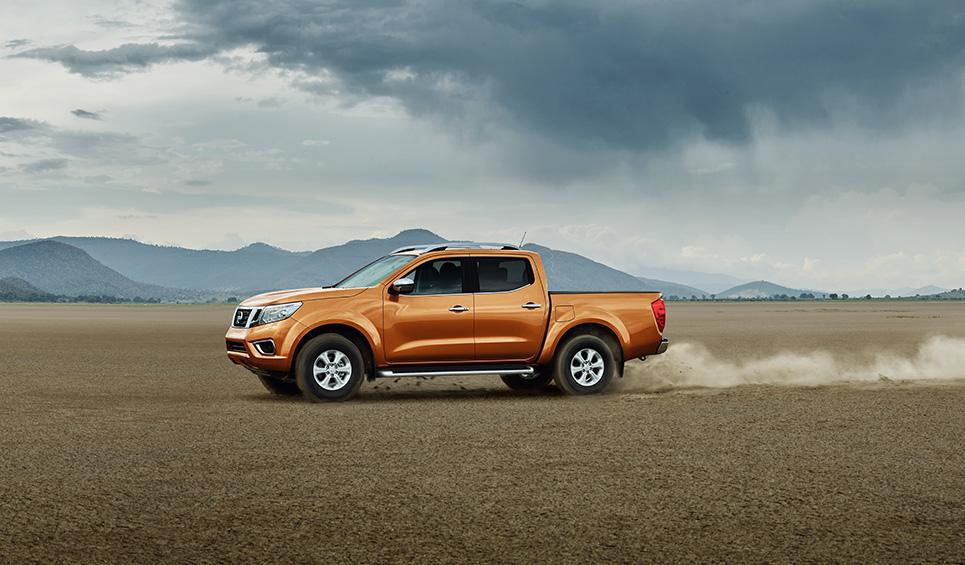Nissan Frontier naranja