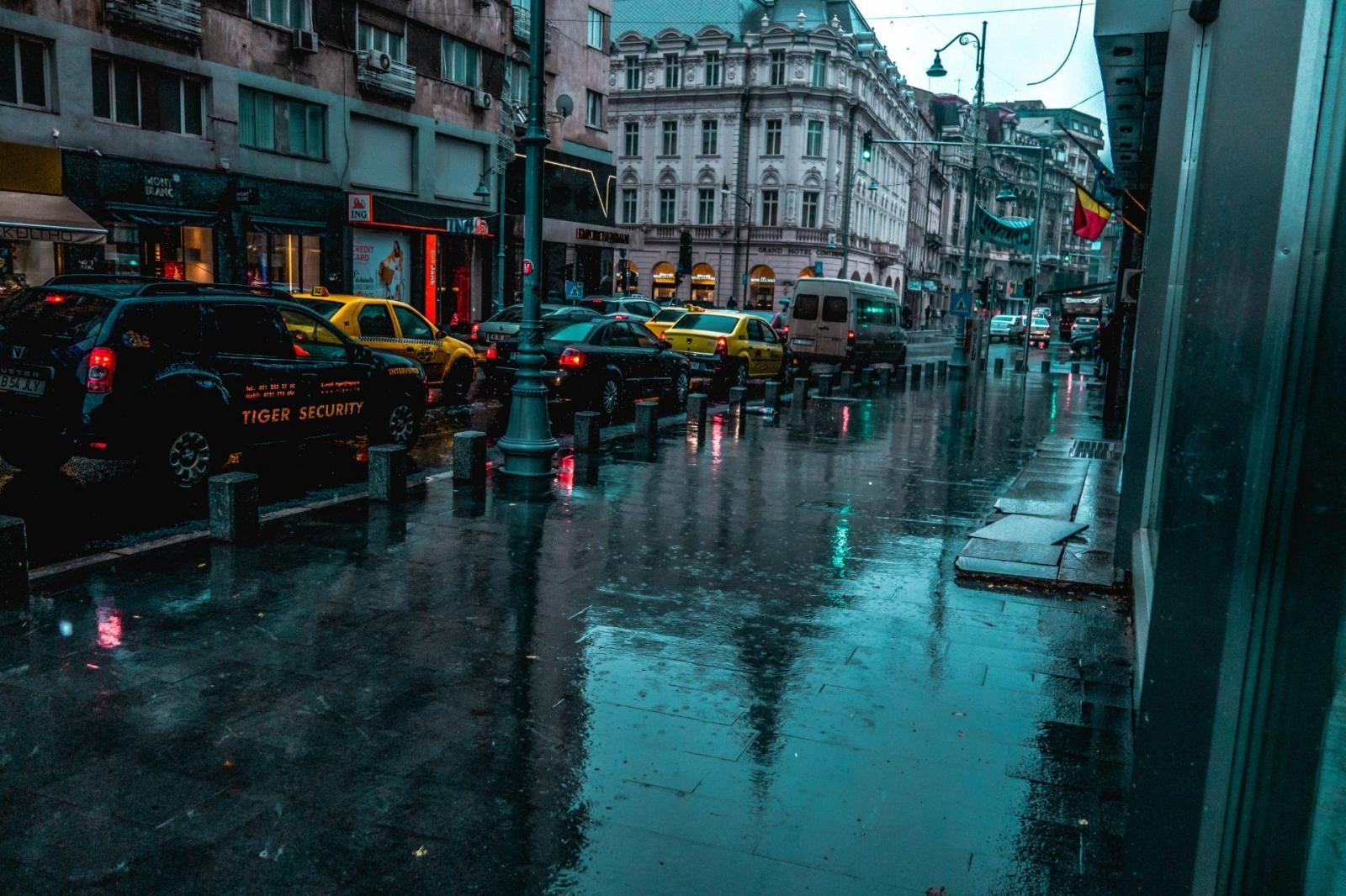 Calle en día lluvioso