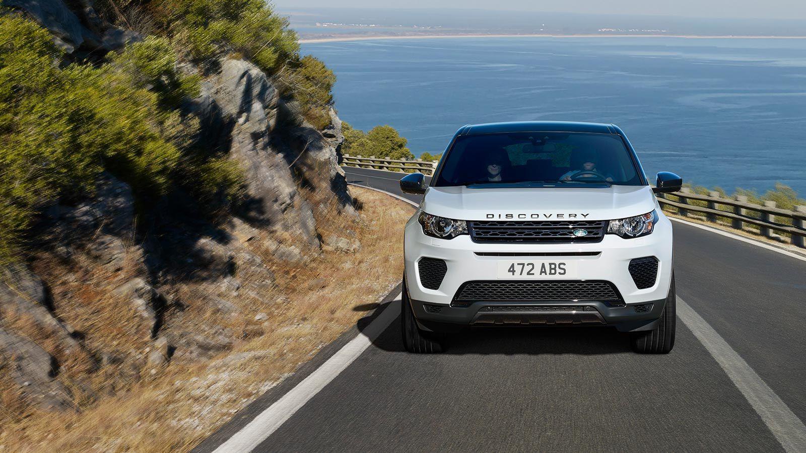 Mantiene el diseño poderoso y con líneas bien marcadas que distingue a los modelos de Land Rover pero con combinaciones únicas.