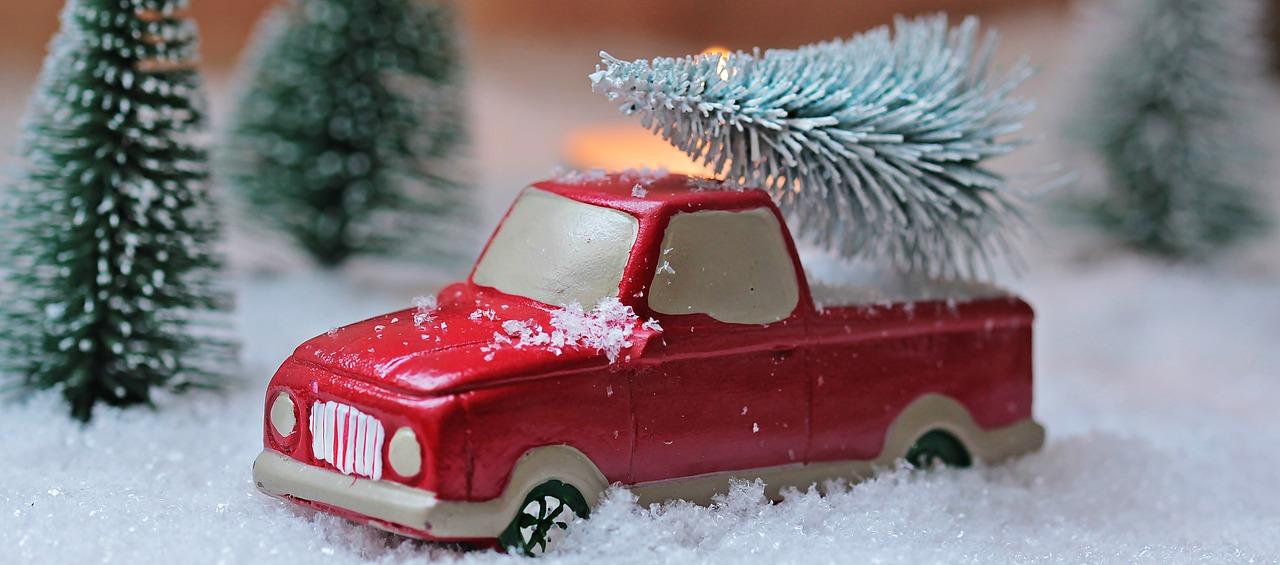 Aprende cómo llevar el árbol de Navidad en el auto