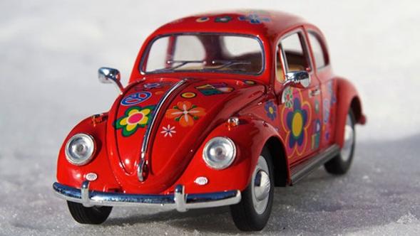 Coches Volkswagen de color rojo