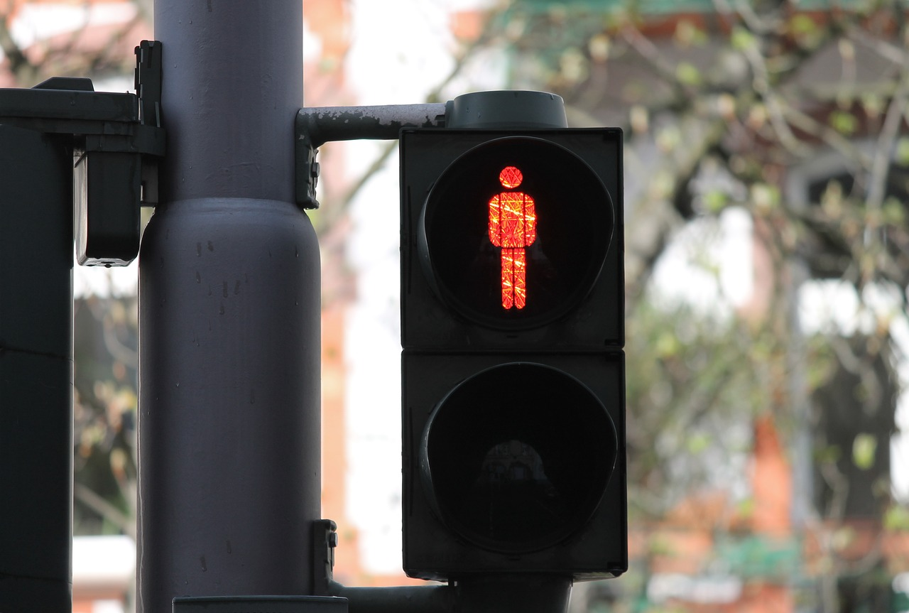 El rediseño de las intersecciones incluirá la colocación de nuevos semáforos peatonales y la reubicación de cámaras y radares.
