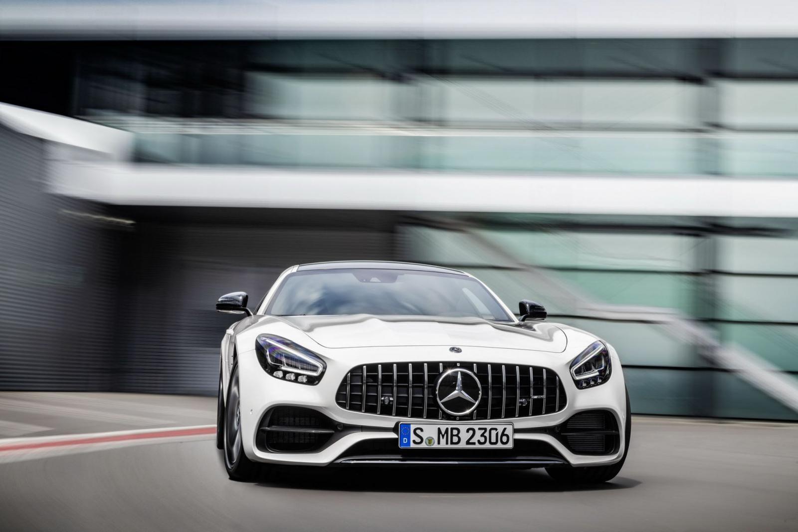 Vista lateral del Mercedes AMG GT 2020