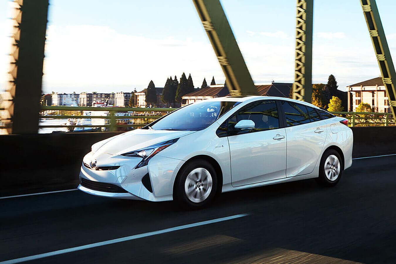 Toyota Prius de color blanco
